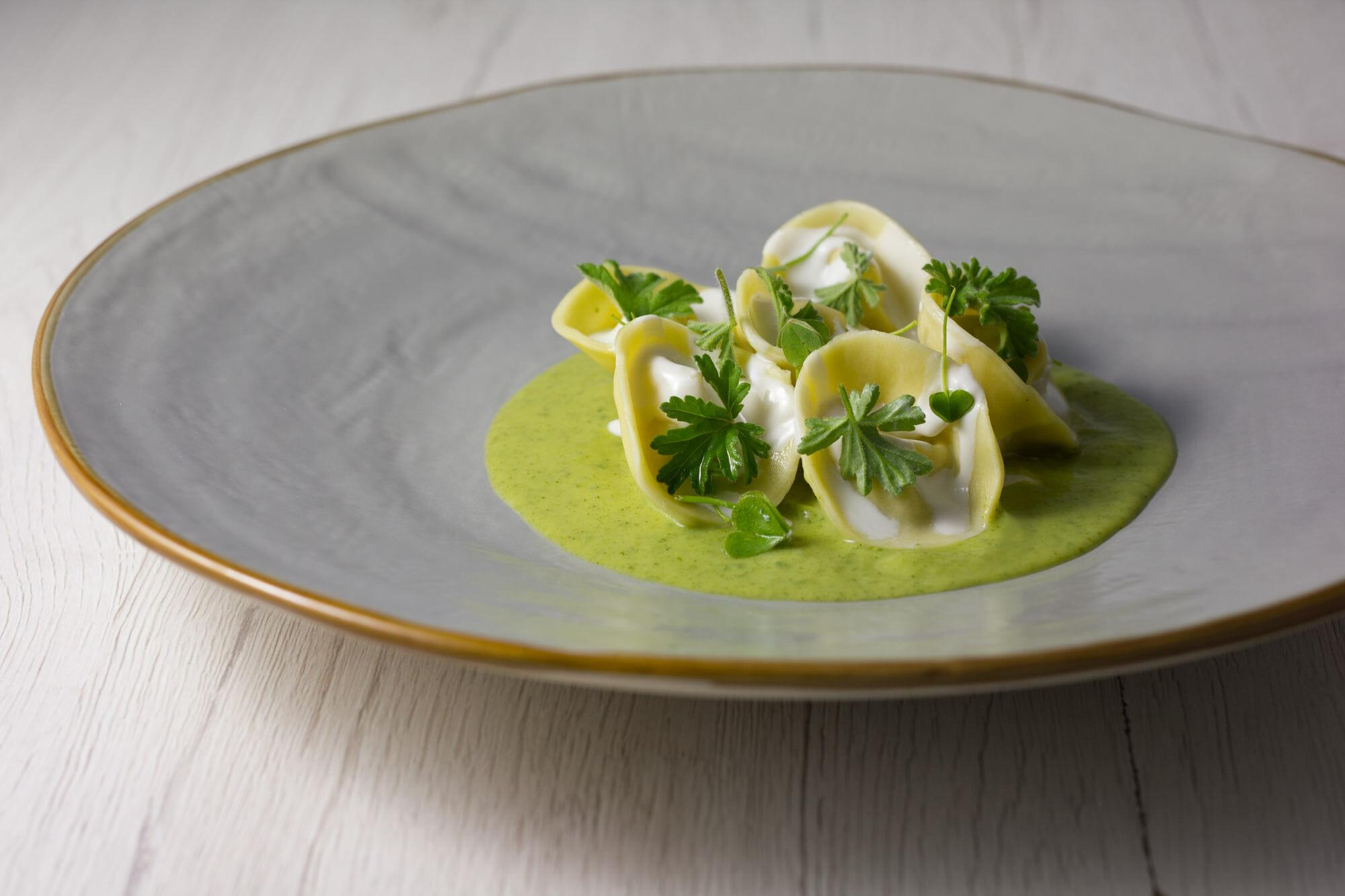 Ravioli aringa, zucchina, yogurt, pelargonio