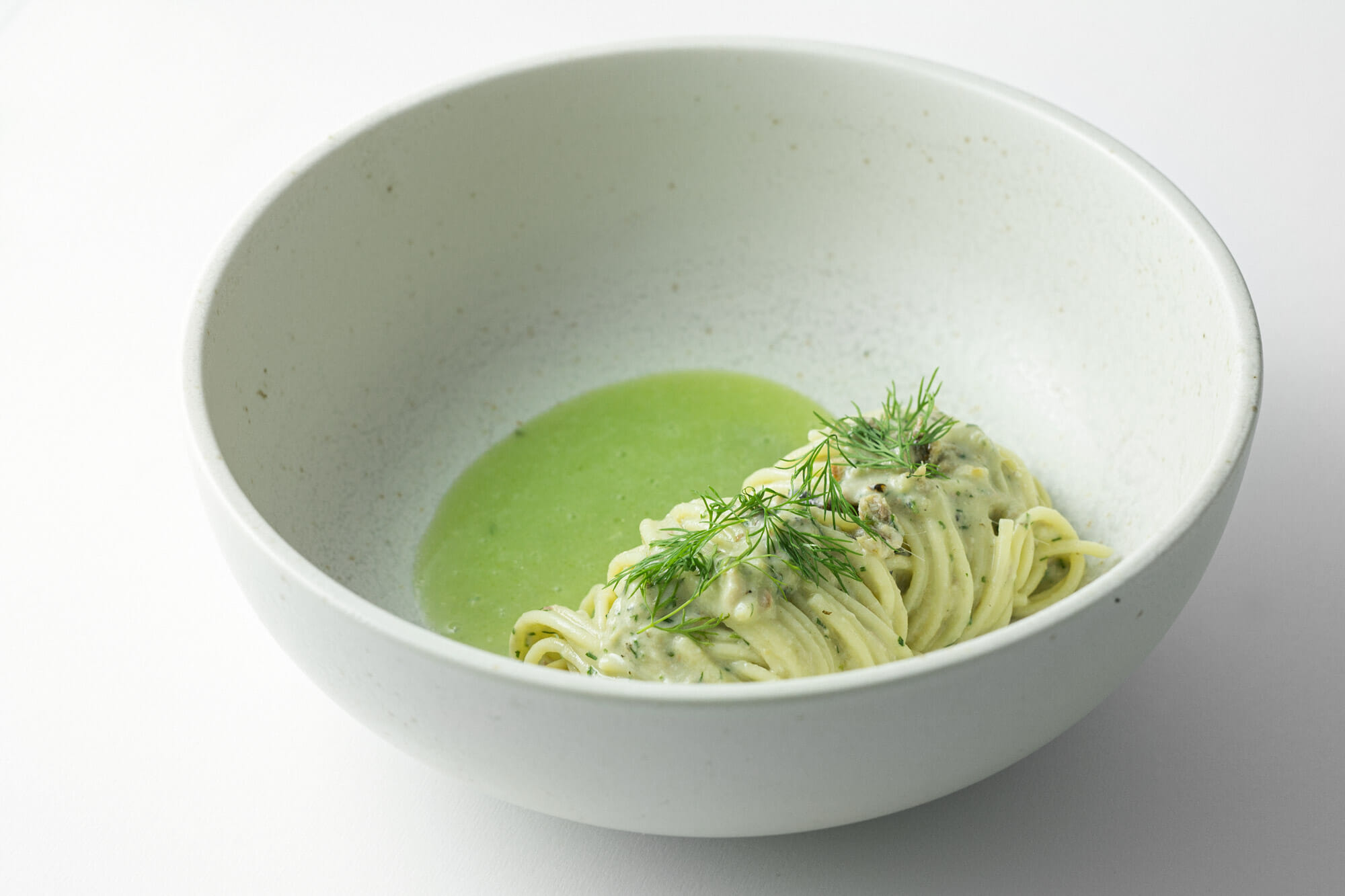 Spaghettini freddi, sarde arrostite, sesamo, aneto e cetriolo