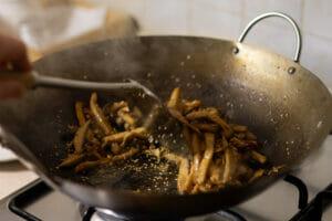 Funghi saltati nel wok